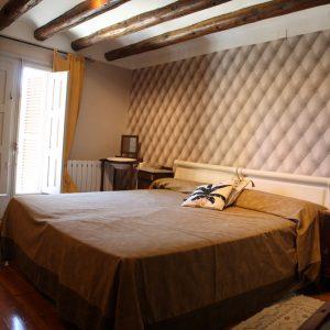 Apartamento-Cabernet-Adahuesca-Vino-Tinto-(1)